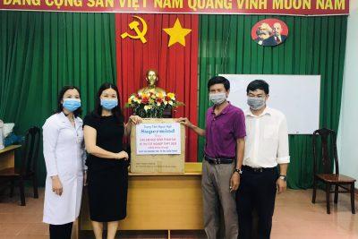 GƯƠNG NGƯỜI TỐT VIỆC TỐT | Cô giáo Phạm Thuỳ Trang tặng 2000 khẩu trang phục vụ thi Tốt nghiệp THPT 2020